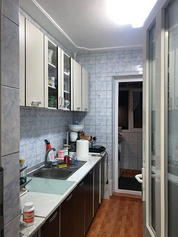Apartament cu 2 camere, decomandat, Dacia, etaj 3/4 - imaginea 1