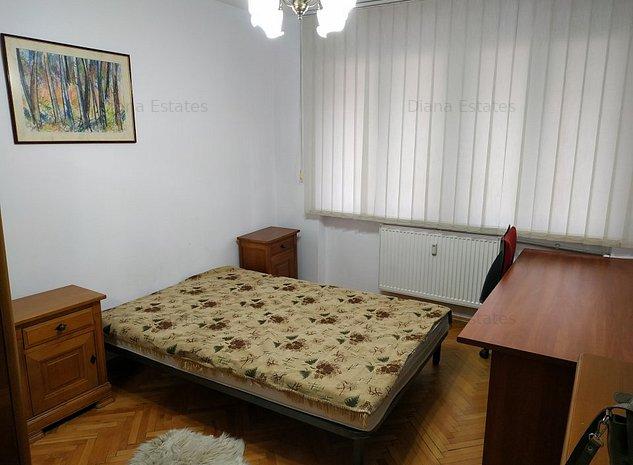 Apartament cu 3 camere, ultracentral, etaj intermediar - imaginea 1