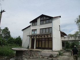 Casa de vânzare 5 camere, în Bistriţa, zona Est