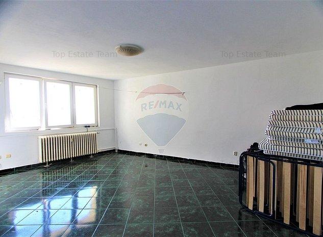 Apartament cu 4 camere de vanzare in zona Mosilor - imaginea 1