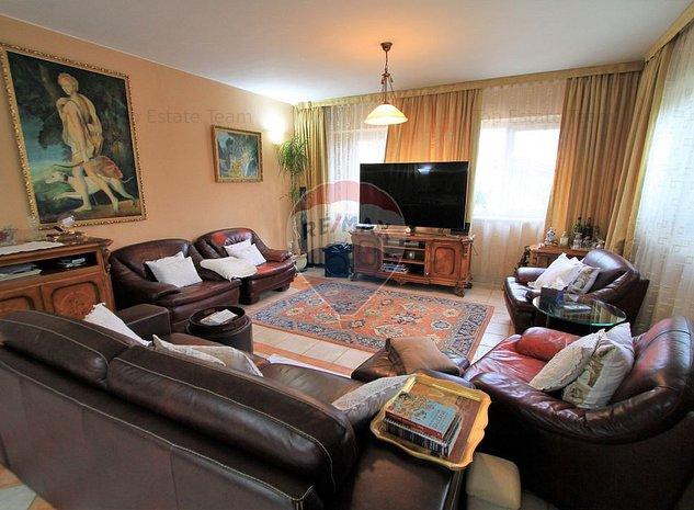 Casa / Vila 10 camere, zona Vatra Luminoasa. - imaginea 1