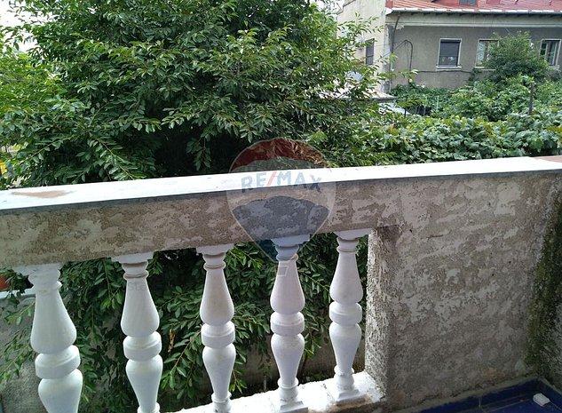 Casa / Vila cu 6 camere de inchiriat in zona Unirii - imaginea 1