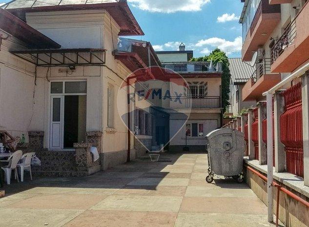 Casa / Vila cu 12 camere de vanzare in zona Damaroaia - imaginea 1