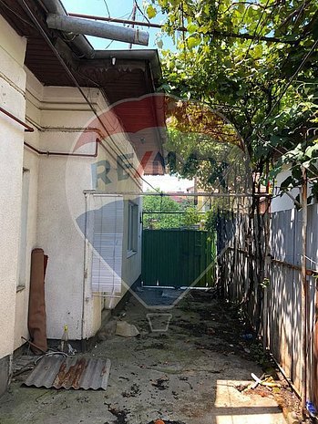Casa renovabila/demolabila cu 3 camere de vanzare - imaginea 1