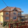 Casa de vânzare 17 camere, în Pucioasa, zona Nord-Est