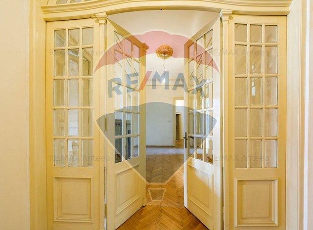 Apartament cu 8 camere in zona Mosilor - imaginea 1