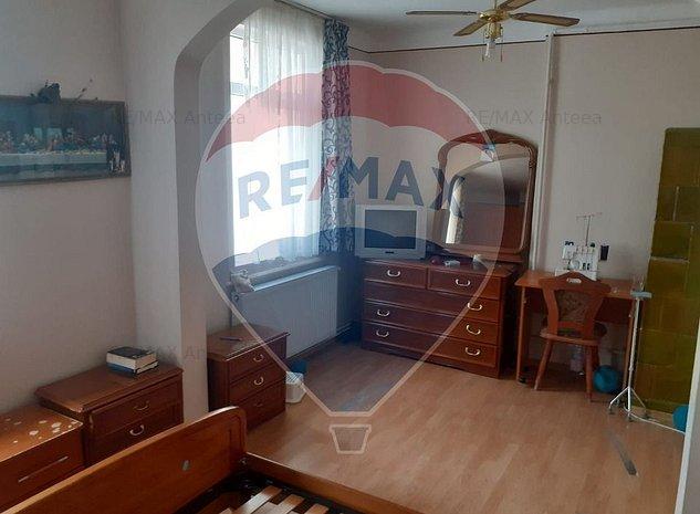 Apartament cu 5 camere in zona Mosilor, cladire cu aer istoric - imaginea 1