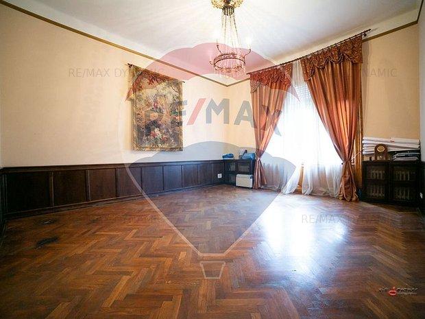 Apartament cu 3 camere de vanzare pe Bulevardul Revolutiei - imaginea 1
