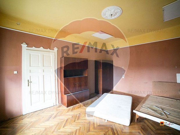 Apartament cu 3 camere de vanzare in zona Ultracentral - imaginea 2