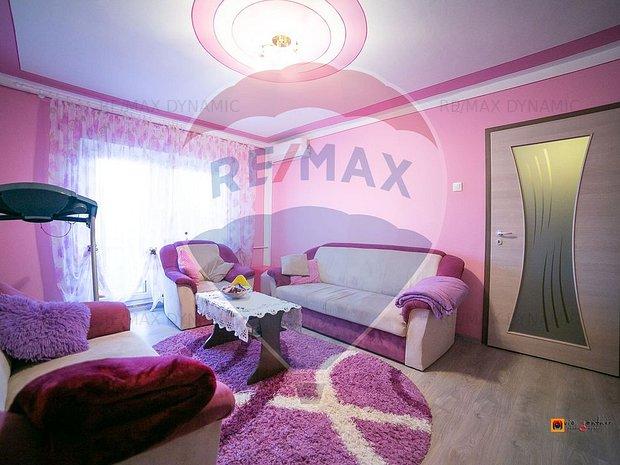 Apartament cu 3 camere de vanzare in zona Micalaca - imaginea 1