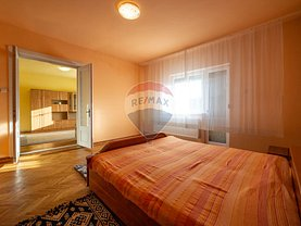 Apartament de vânzare 3 camere, în Arad, zona Parneava