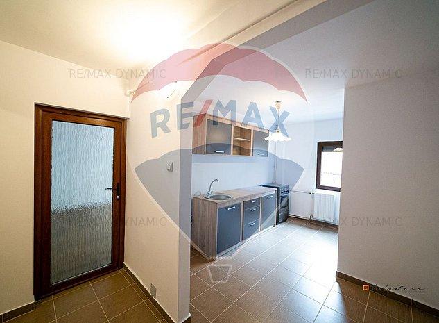 Apartament cu potential! Decomandat, 3 camere, de vanzare in zona INTIM - imaginea 1