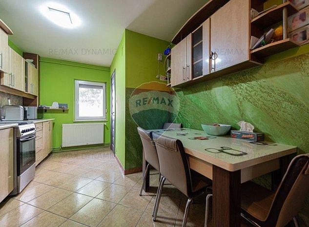 Apartament cu 3 camere de vanzare in zona Alfa - imaginea 1