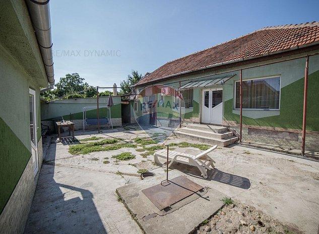 Casa / Vila cu 3 camere de vanzare in zona Bujac - imaginea 1