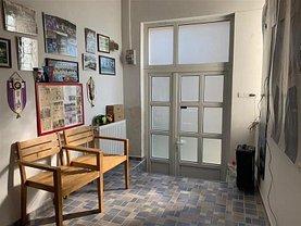 Casa de închiriat 4 camere, în Ploiesti, zona Sud