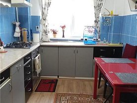 Apartament de vânzare 4 camere, în Braşov, zona Triaj