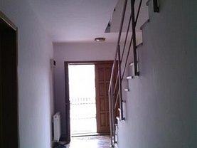 Casa de închiriat 6 camere, în Pitesti, zona Central