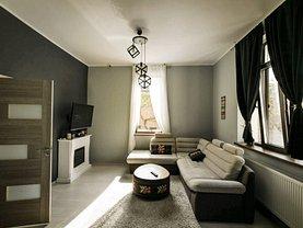 Casa de închiriat 4 camere, în Pitesti, zona Central