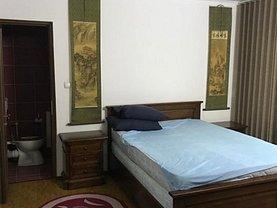 Casa de închiriat 3 camere, în Pitesti, zona Banat