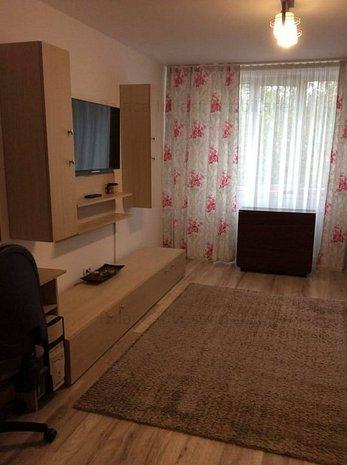 Apartament 3 camere zona Negru Voda decomandat - imaginea 1