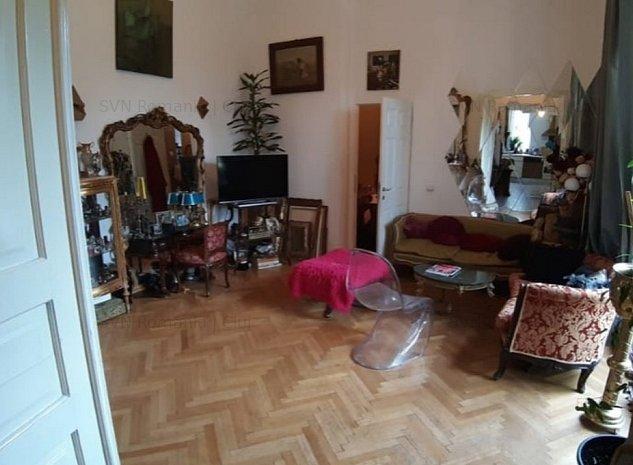 Apartament cu 3 camere in vila Centru: living