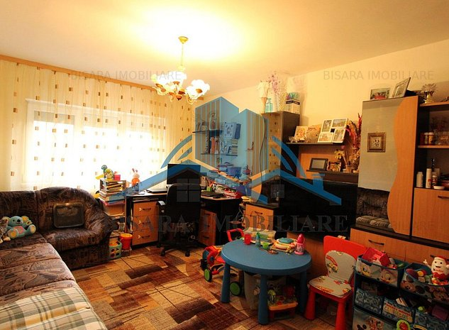 Bucovina, etajul 2, decomandat - imaginea 1