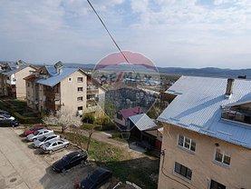 Apartament de vânzare 3 camere, în Buhusi, zona Central