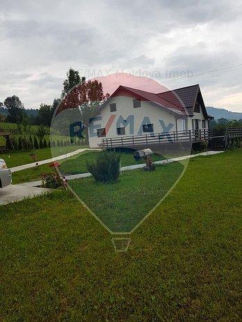 Casa deosebita in Comanesti - imaginea 1