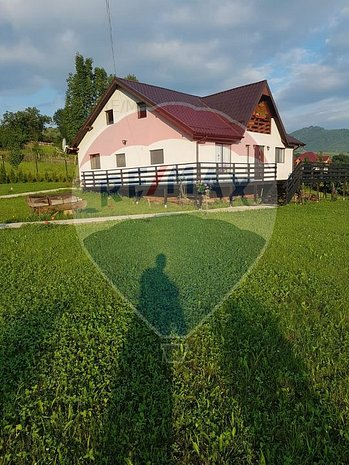 Casa deosebita in Comanesti - imaginea 2
