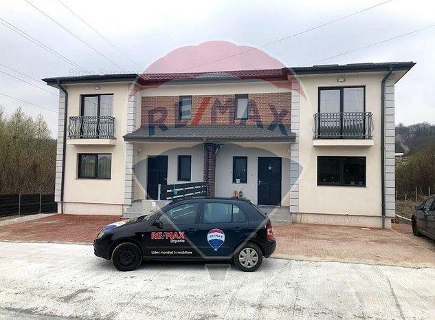 Casa / Vila cu 4 camere de vanzare in zona Central - imaginea 1