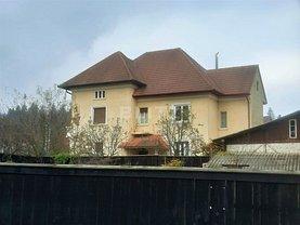 Casa de vânzare 9 camere, în Braşov, zona Nouă