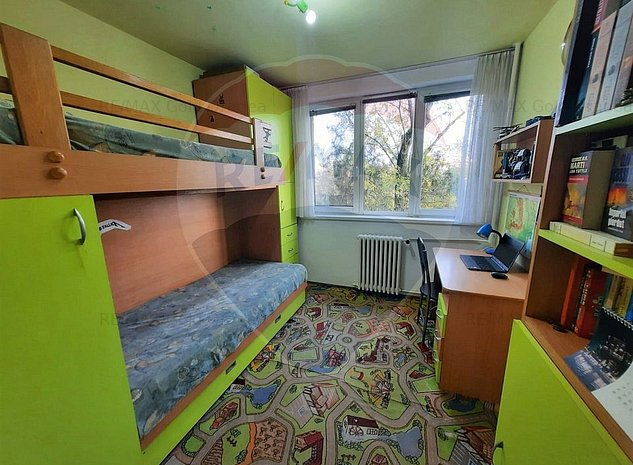 Apartament cu 3 camere pe malul Crisului Repede in zona Decebal. - imaginea 1