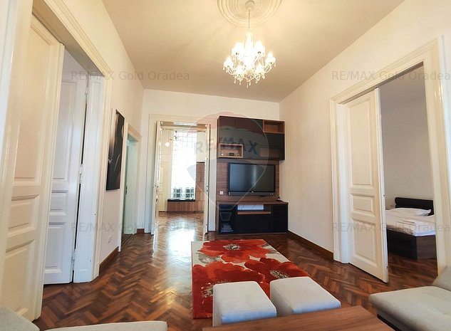 Apartament special, in Palatul Fuchsl - imaginea 1