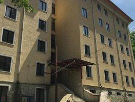 Casa de vânzare 90 camere, în Slanic-Moldova, zona Central