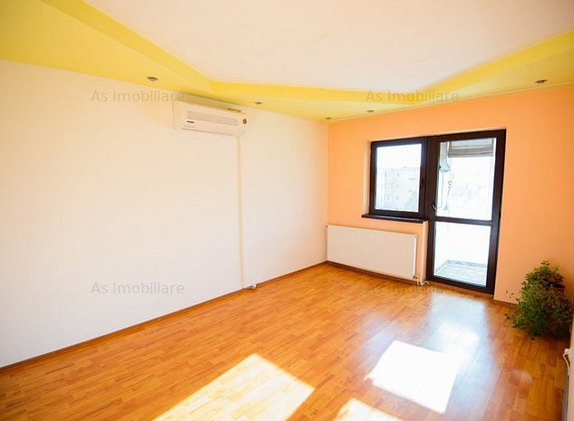 Apartament 3 camere, decomandat, priveliste deosebita, Bartolomeu - imaginea 1