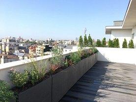 Penthouse de vânzare 4 camere, în Bucureşti, zona Dacia