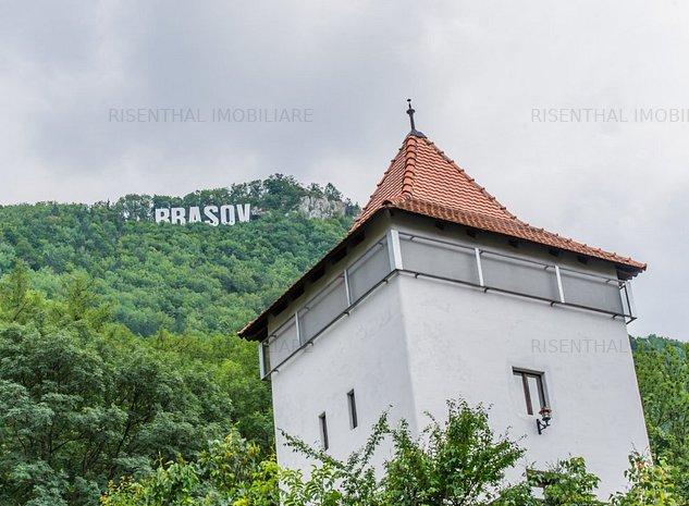 Un giuvaer turistic pe strada Castelului  , Brasov , Centrul Istoric - imaginea 1