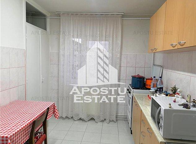 Apartament cu 2 camere, 2 balcoane, DECOMANDAT,  in zona Lipovei - imaginea 1
