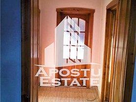 Apartament de vânzare 4 camere, în Gătaia, zona Central