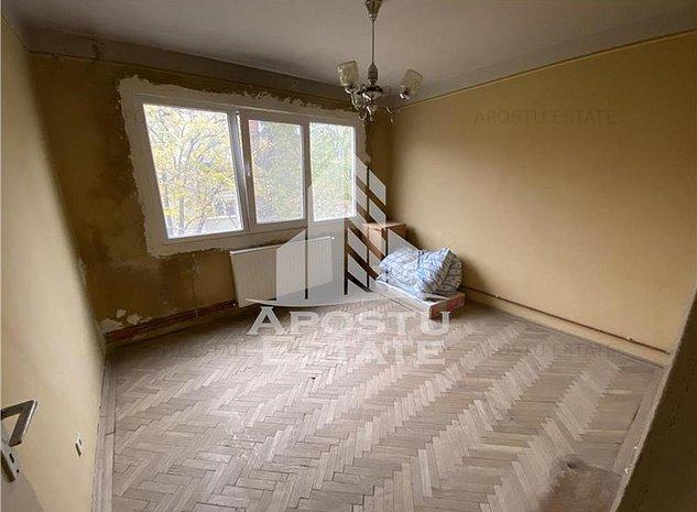Apartament cu 4 camere in zona Circumvalatiunii - imaginea 1