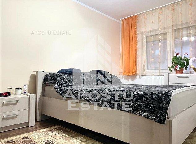 Apartament cu 3 camere in zona Aradului. Pret NEGOCIABIL - imaginea 1