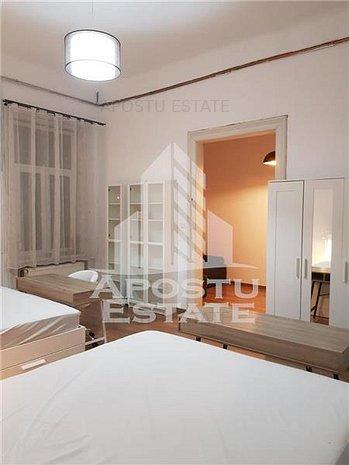 Apartament deosebit, renovat, 3 camere, cladire istorica, Ultracentral - imaginea 1
