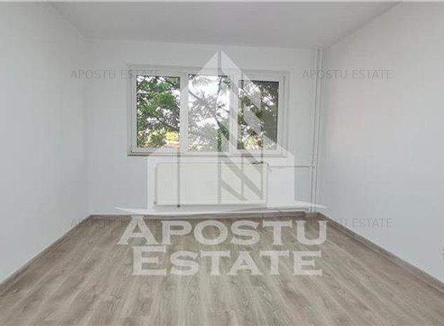 Apartament cu o camera si balcon, etaj intermediar, zona Complex - imaginea 1