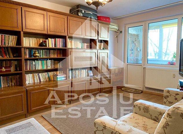 Apartament cu 3 camere, decomandat cu centrala proprie - imaginea 1