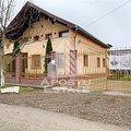 Casa de vânzare 8 camere, în Moşniţa Nouă, zona Central