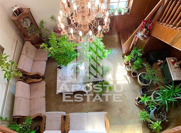 Casa P+1 zona Brancoveanu teren 690 mp cu garaj - imaginea 1