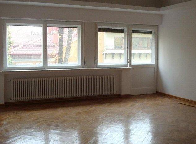 Apartament 7 camere de inchiriat in vila: .