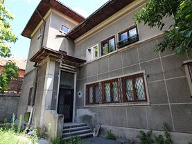 Casa de vânzare 12 camere, în Bucureşti, zona Dristor