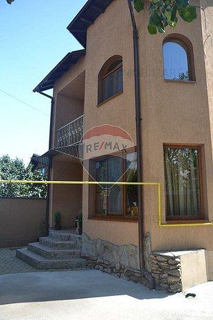 Casa cu 4 camere de vanzare zona Republicii Comision 0% la Cumparare - imaginea 1