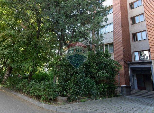 Apartament cu 4 camere cu garaj de vanzare in zona Cetate - imaginea 1